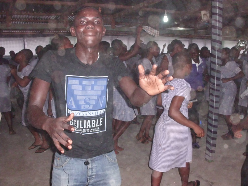 paa kwasi doing the dance with the students